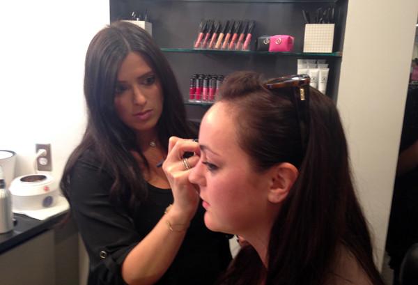 Makeup artist Kari Ellen Winik demonstrates her eyebrow shaping technique. (Photo: Lia Phipps/DC on Heels)
