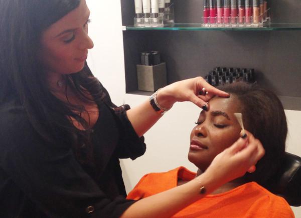 Winik shows how to apply Incredibrow eyebrow tint. (Photo: Lia