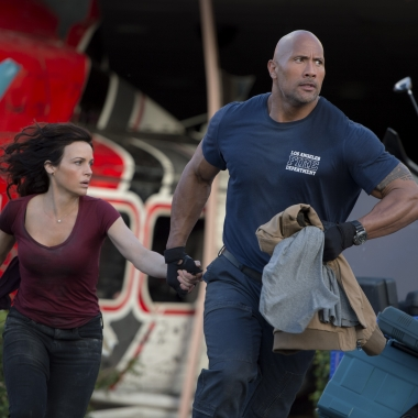 Carla Gugino (l to r) as Emma and Dwayne Johnson as Ray in