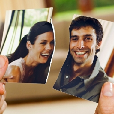 Breaking up means cutting your losses and cutting the ex loose. (Photo: ThinkStock)