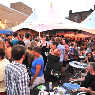 Visitors to last year's Capital Fringe festival socialize between shows. (Photo: Capital Fringe)