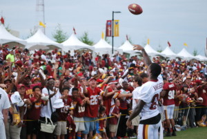 Fans try to get autographs and meet the Redskins players. (Photo: Richmond Times-Dispatch)