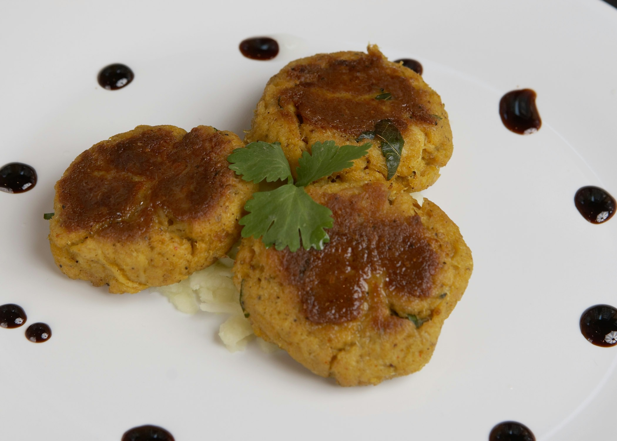 Among Rasika Penn Quarters offerings are  masala crab cakes with black pepper, fennel powder and coconut chutney. (Photo:Michael J. Colella))