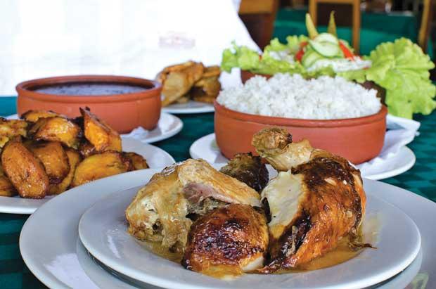 Cuba Libre's trip to Cuba includes a visit to El Aljibe, Havana's historic chicken and rice restaurant. (Photo: Alain L. Gutiérrez/On Cuba magazine)