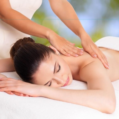 A full body massage can help reduce cellulite and improve your skin's tone and texture. (Photo: Shutterstock)