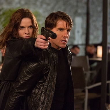 Rebecca Ferguson and Tom Cruise in