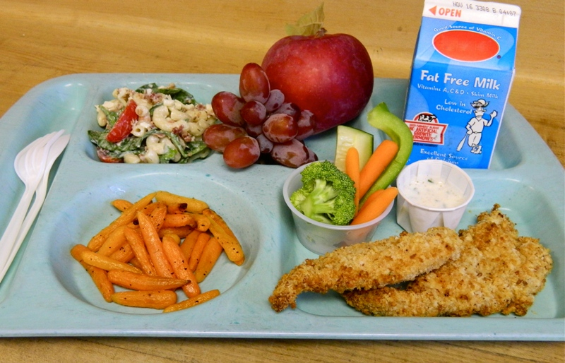School lunches have more fruits, vegetables and whole grains and less sodium than in 2000. (Photo: Guiding Stars)