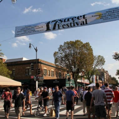 The 17th Street Festival features arts and entertainment. (Photo: Huffington Post)