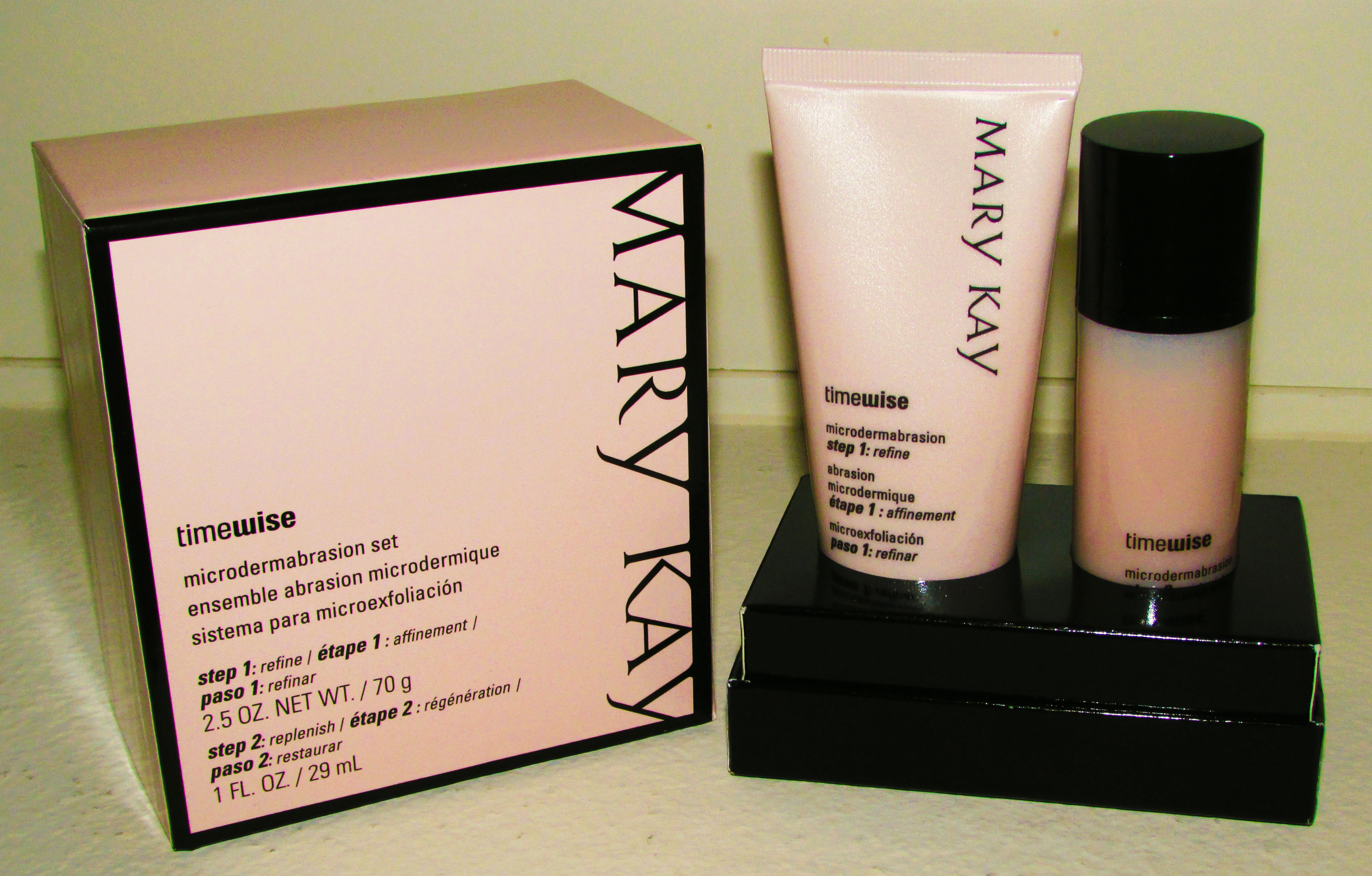 The TimeWise Microdermabrasion Plus set (Photo: Mary Kay)
