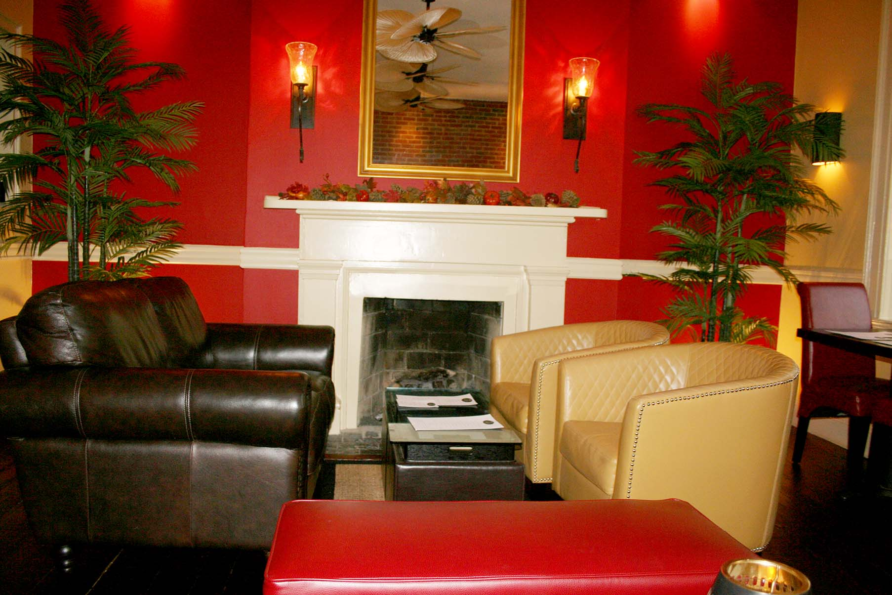The upstairs Palm Lounge is intimate and a great place for cocktails and appetizers or dessert and a nightcap. (Photo: Mark Heckathorn/DC on Heels)