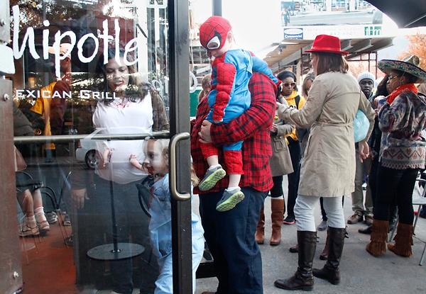 Costumed diners line up at Chipotle for a $3 Boorito. (Photo: Xiaojie Ouyang/The Missourian)
