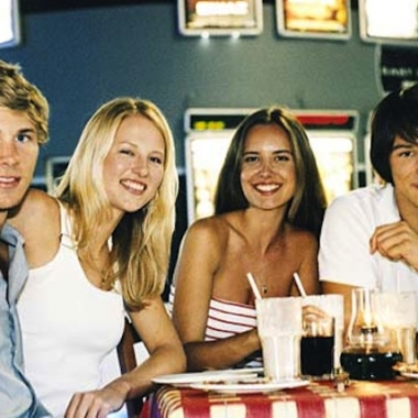 Double dating is a great, yet potentially awkward way to get your friends to approve of your new love interest. (Photo: hercampus.com)