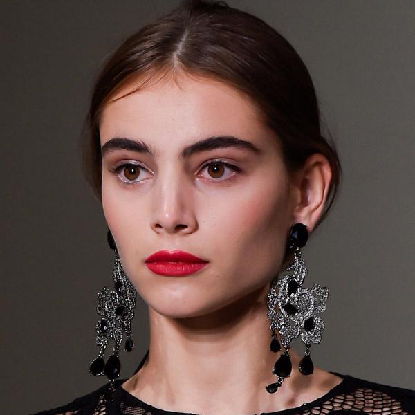 A bold red lip at Oscar de la Renta. (Photo: Imaxtree)