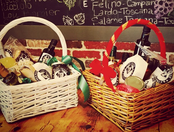 Lupo Verde is selling gift baskets filled with Italian foods for holiday gift giving. (Photo: Lupo Verde)