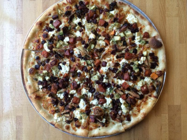 Pete's New Haven Style Pizza is serving a Thanksgiving pie. (Photo: Pete's New Haven Style Pizza)Pete's New Haven Style Pizza is serving a Thanksgiving pie. (Photo: Pete's New Haven Style Pizza)
