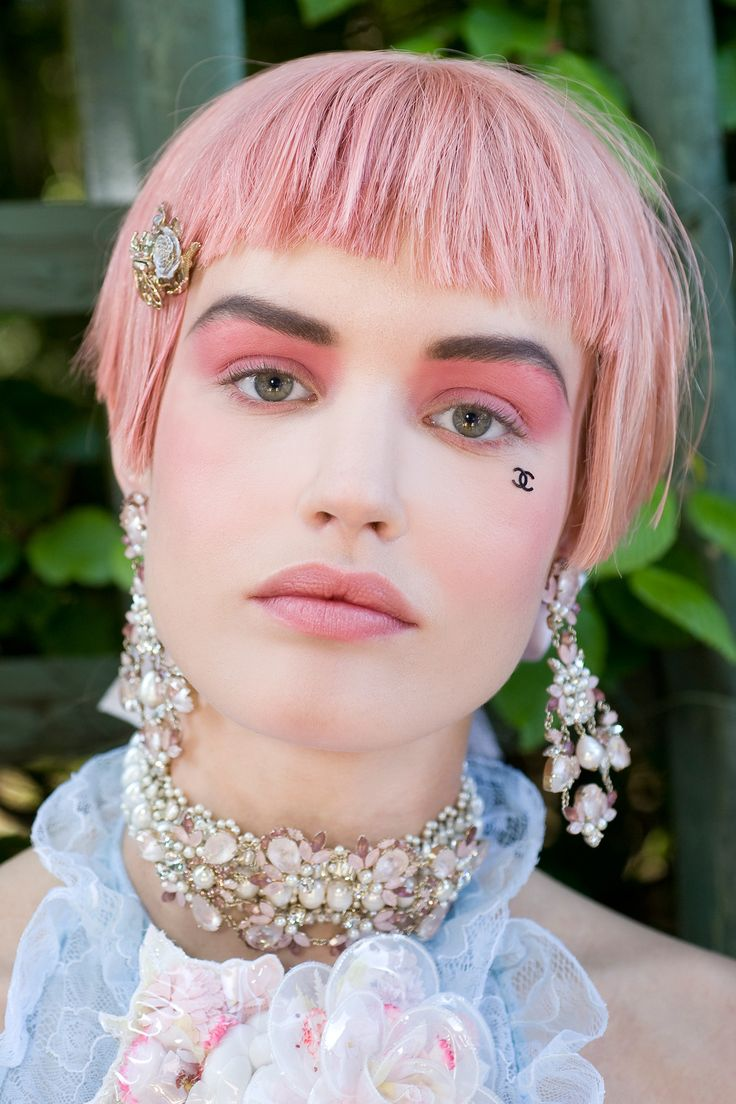 Pantone's 2016 Colors of the Year adapt well to makeup. (Photo: Vincent Lappartient/Chanel)