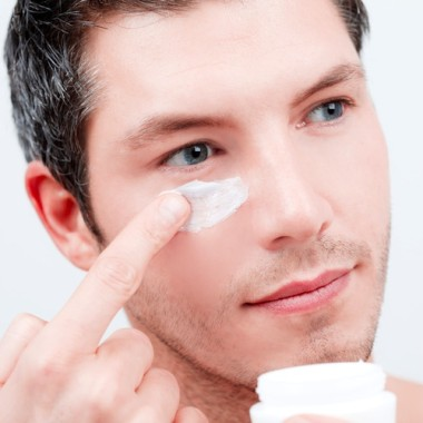Men who use facial products to prevent aging can minimize the looks of wrinkles. (Photo: Dreamstime)