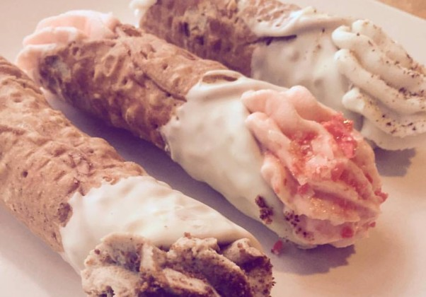Pete's New Haven Style Apizza is serving three kinds of holiday cannolis. (Photo: Pete's/Facebook)Pete's New Haven Style Apizza is serving three kinds of holiday cannolis. (Photo: Pete's/Facebook)