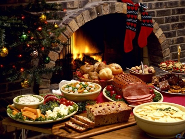 While most area restaurants are closed Christmas Day, a few are open with special menus. Others will be serving special Christmas Eve dinners. (Photo: Thinkstock)