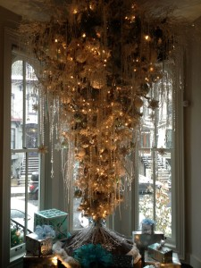 Last year, one home in the Logan Circle Holiday House Tour featured an upside down Christmas tree. (Photo: Michon Boston/Pinterest)