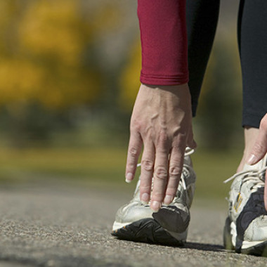 Doctors recommend you stretch after warming up before exercising. (Photo: Thinkstock)
