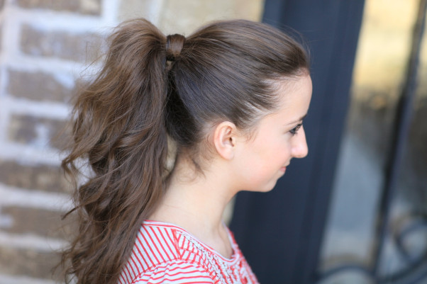 Go for a more voluminous look with this teased ponytail. (Photo: cutegirlshairstyles.com)