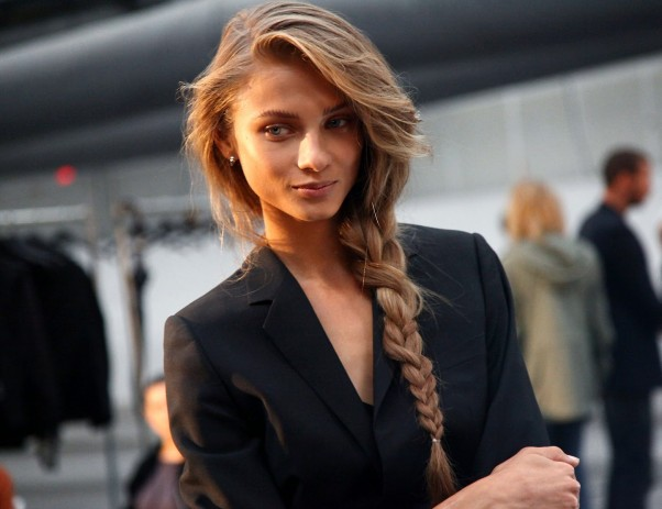 A side braid is an easy and versatile look. (Photo: unusual-hairstyles.net)