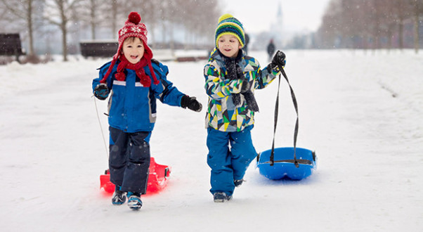 Only sleds that can be steered should be used and children should wear bike helmets. (Photo: Thinkstock)