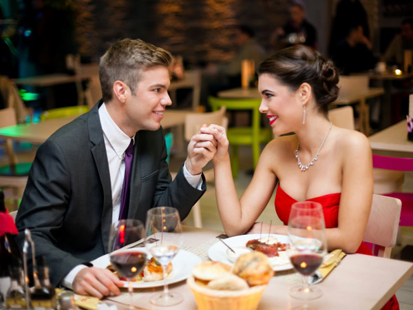 Many area restaurants are offering Valentine's Day specials. (Photo: Thinkstock)