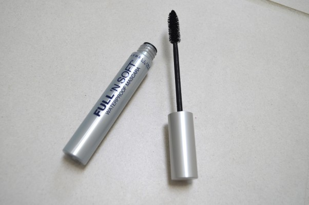 Waterproof mascara prevents your eye makeup from smearing no matter where you are. (Photo: silvialoveslipstick.wordpress.com)