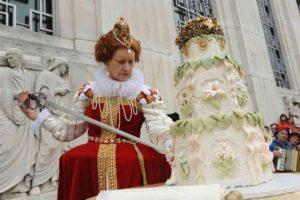 Queen Elizabeth I cuts William Shakespeare's birthday cake at last year's Folger celebration. (Photo: Lloyd Wolf)