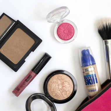 All makeup has an expiration date and should be thrown out after a while. (Photo: missstephanieusher.blogspot.com)