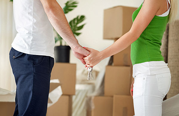 Deciding to move in together is a big move in any relationship. (Photo: iStock)