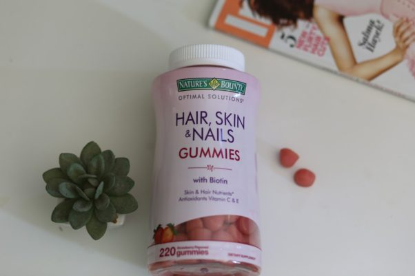 Vitamins can give you the extra nutrients you need to grow out your hair. (Photo: relaxedhairhealth.blogspot.com)