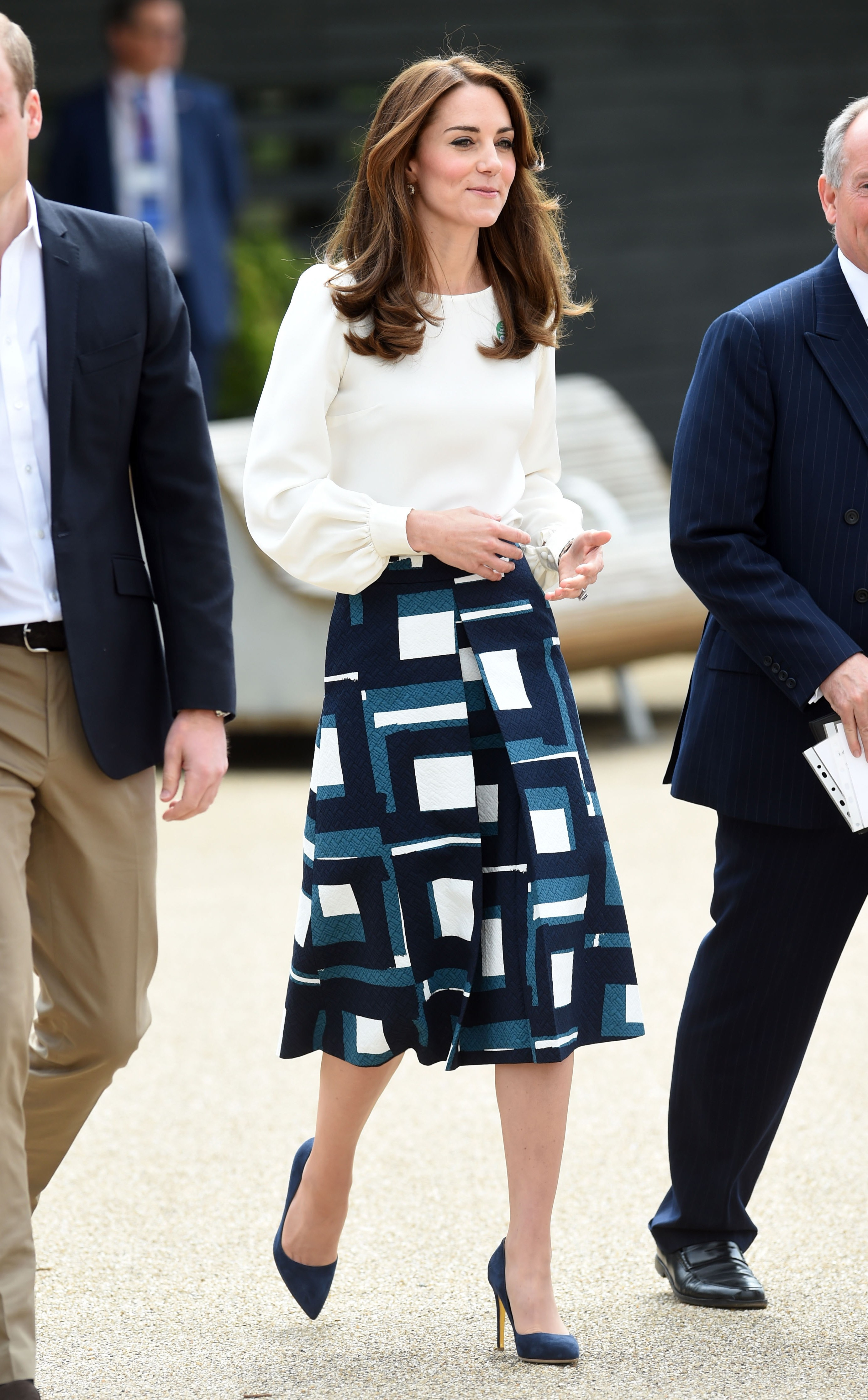 Wear the midi skirt with a fitted top and waist-defining belt to the office. (Photo: Getty Images)