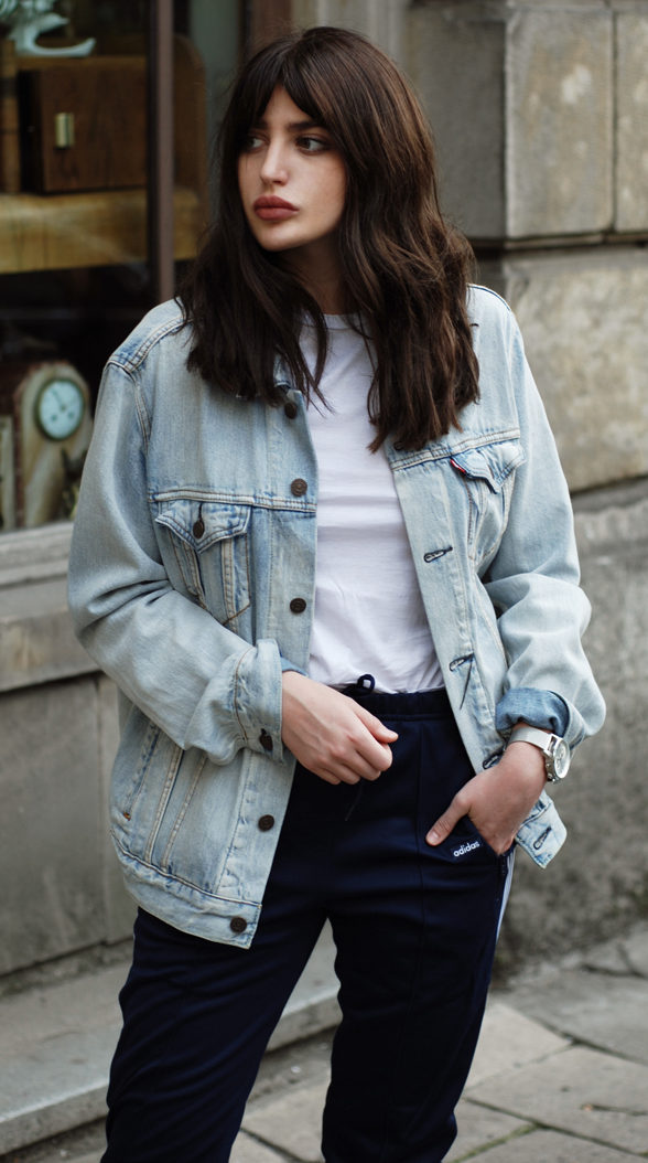 Oversized denim jackets are every where right now. (Photo: Horkruks)