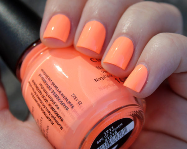 Try a pop of color like this neon orange shade on the tips of your nails for a twist on the classic French manicure. (Photo: moriesnailart.weebly.com)
