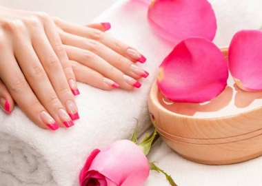 Give your nails a pop of color with springy nail colors. (Photo: topnailsart.net)