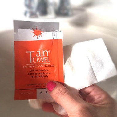 The fact that Tan Towel sunless tanner is in a towelette makes for a mess-free tan. (Photo: Carizza Rosalez for DC on Heels)