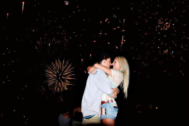 Enjoy the fourth with someone special. (Photo: vk.com)