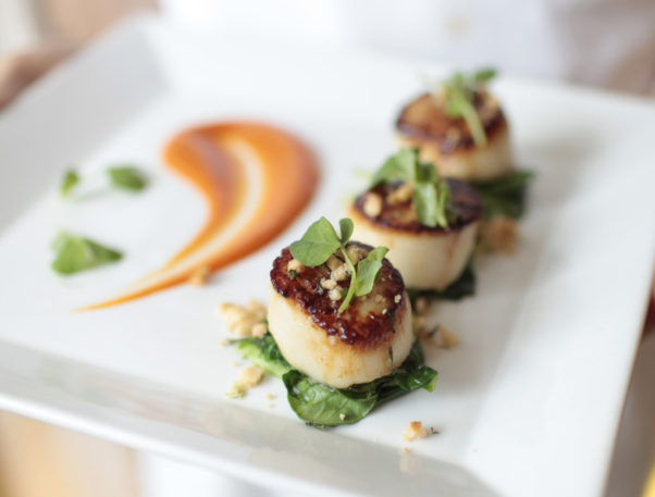 PassionFish in Bethesda and Reston has a new Fast & Fit lunch option including caramelized sea scallops on Monday. (Photo: PassionFish)