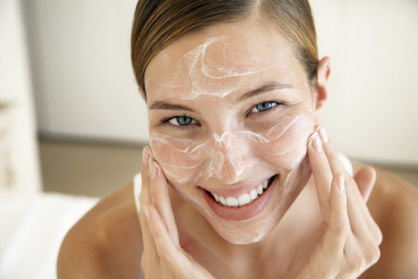 Uses coconut oil to cleanse and exfoliate the skin. (Photo: heart.co.uk)