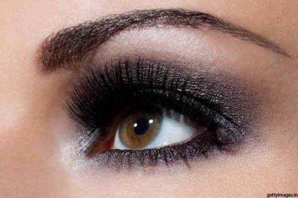 You can pull off the perfect smokey eye by feeling it fits your sense of style. (Photo: Getty Images)