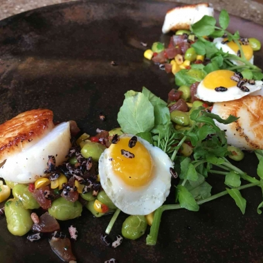 Vinoteca's new summer menu includes scallops with edemame succotash. (Photo: Vinoteca)