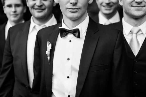 A high-end casinos men are required to wear a tuxedo or at least a suit. (Photo: cmates)
