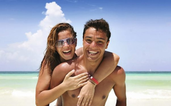 Enjoy the little things on your couples vacation. (Photo: Getty Images)
