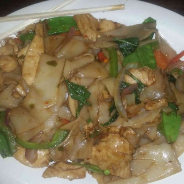 Drunken noodles is one of the better entrees at Shanghai Tokyo Cafe. (Photo: Mark Heckathorn/DC on Heels)