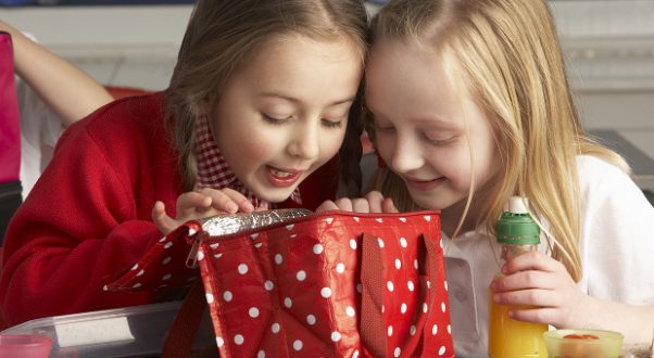 Letting children help plan, shop for and prepare their school lunches makes it more likely they will eat and enjoy it. (Photo: Thinkstock)