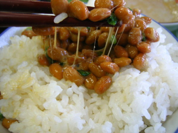 Enzymes found in natto, a Japanese food made with fermented soybeans usually served at breakfast with mustard and soy sauce, could help treat celiac disease. (Photo: shades0404/Wikipedia)