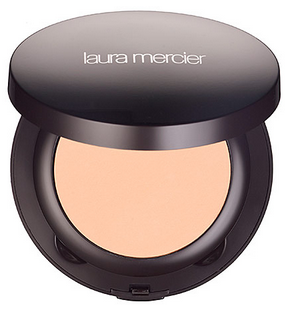 Laura Mercier's Smooth Finish Foundation Powder includes moisturizing agents to keep your face hydrated. (Photo: Sephora)